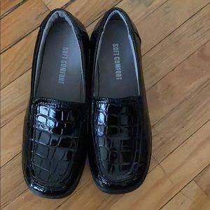 Soft comfort size 6 lightweight shoes